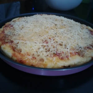Pizza tuna pedas fresh from the oven